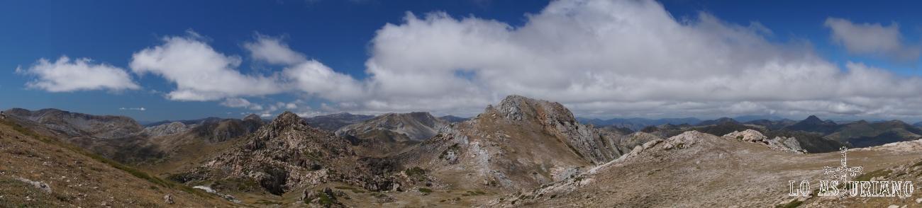 En el centro, de iz a dch, el pico Rubio, peña Chana y el Albo Occidental. Vistas desde el Albo Oriental.