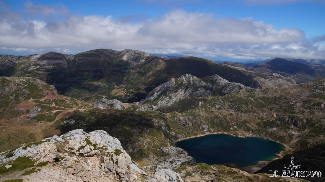 Lago de Calabazosa o lago Negro, Somiedo, Asturias.