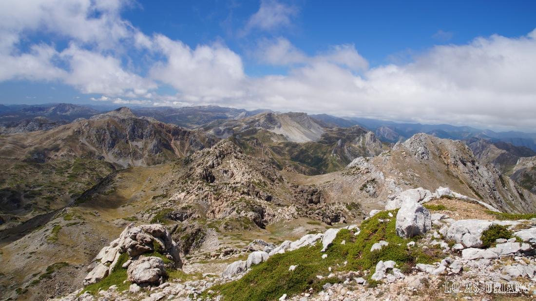 La parte alta de Somiedo, desde el pico Albo Oriental.