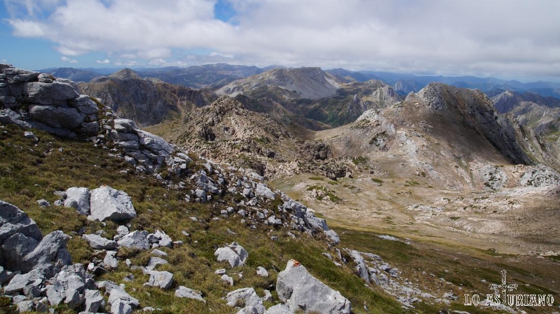 De iz a dch, picos Blancos, pico Rubio, peña Chana y pico Albo Occidental.