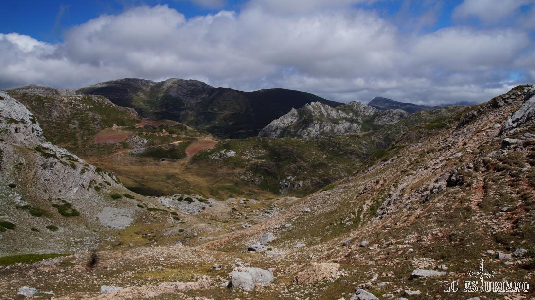 Canal de descenso desde los picos Albos.