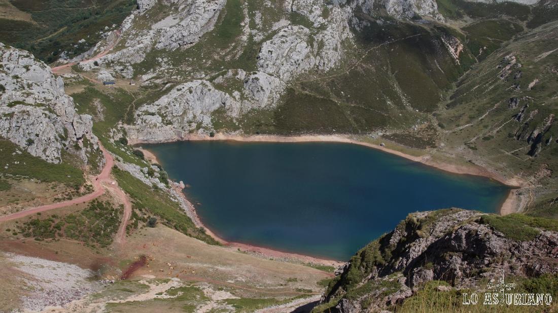 El lago de la Cueva, lagos de Saliencia, Somiedo, Asturias.
