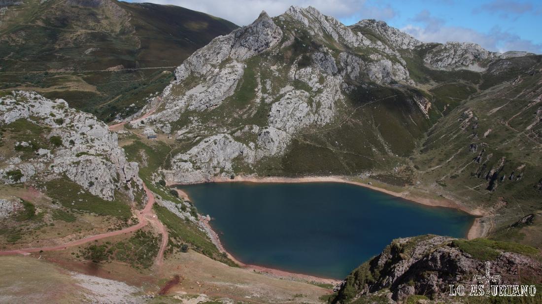 Bajando hacia el lago de la Cueva, Somiedo.