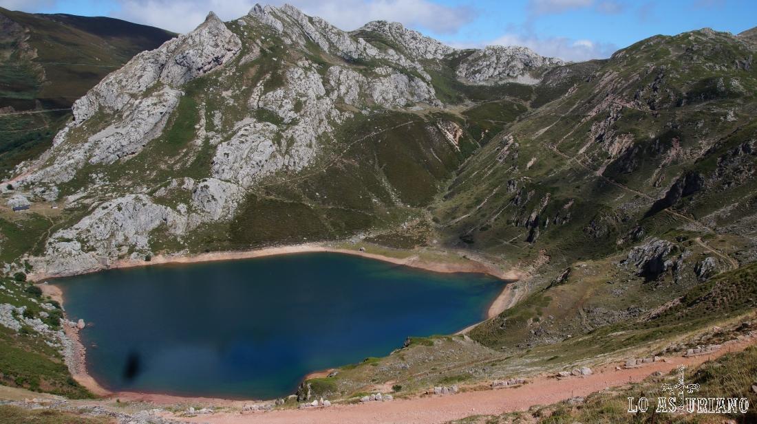 El bonito lago de la Cueva.