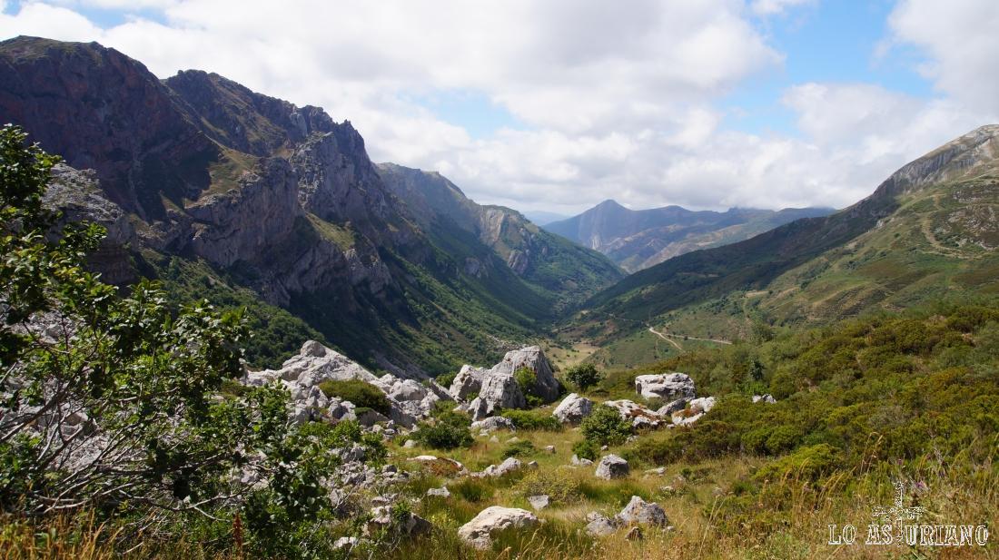 El precioso valle de Saliencia, desde La Farrapona.