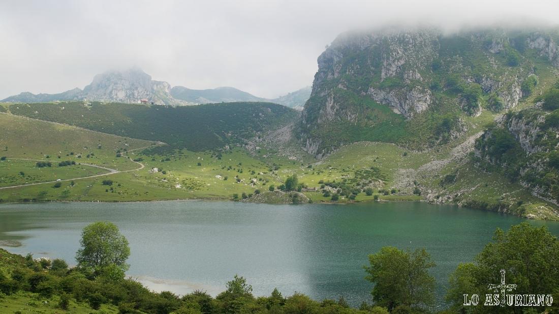 Preciosas vistas de este lugar mágico: los lagos de Covadonga, Asturias.