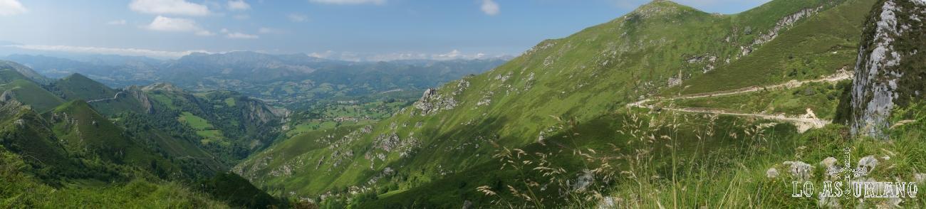 Panorámica verde desde el Mirador de la Reina, Cangas de Onís, Asturias.
