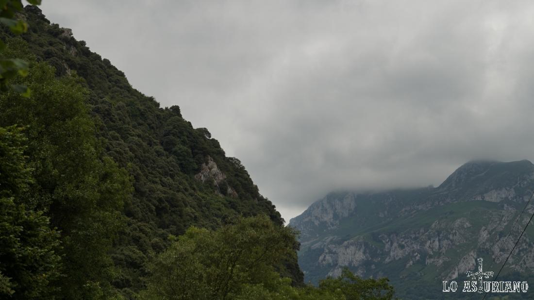 La Hoya y la Forcá están cubiertas por la niebla.