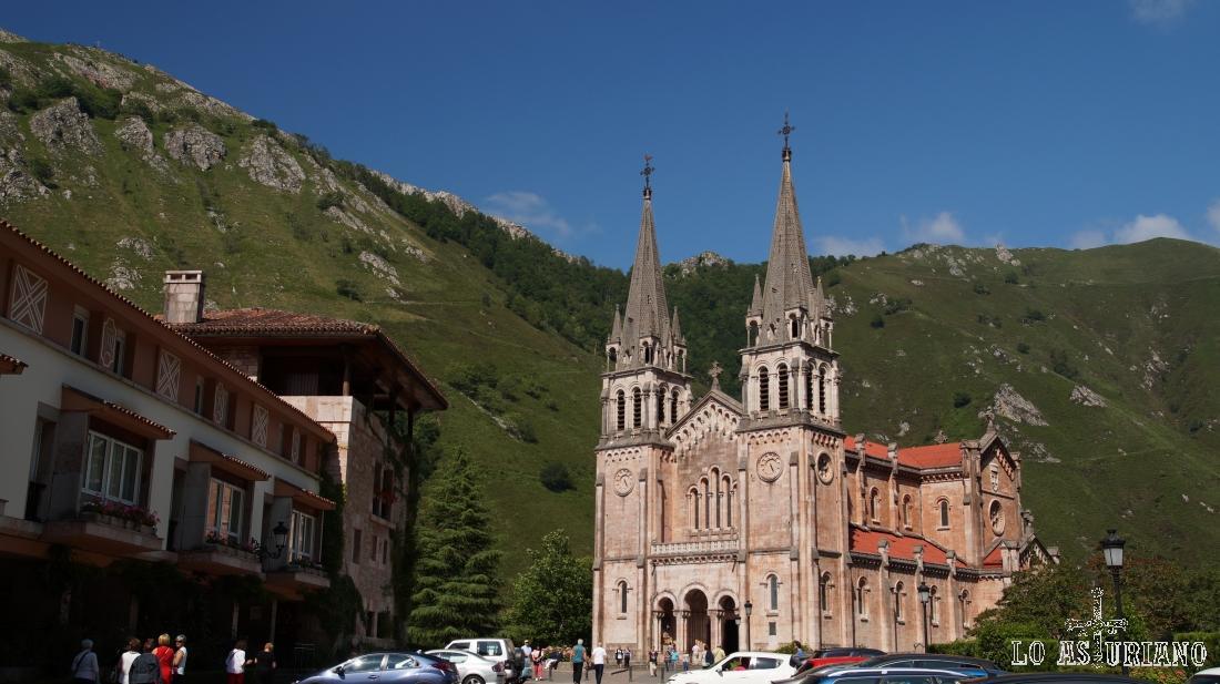 El Santuario de Covadonga, en Cangas de Onís, Asturias.