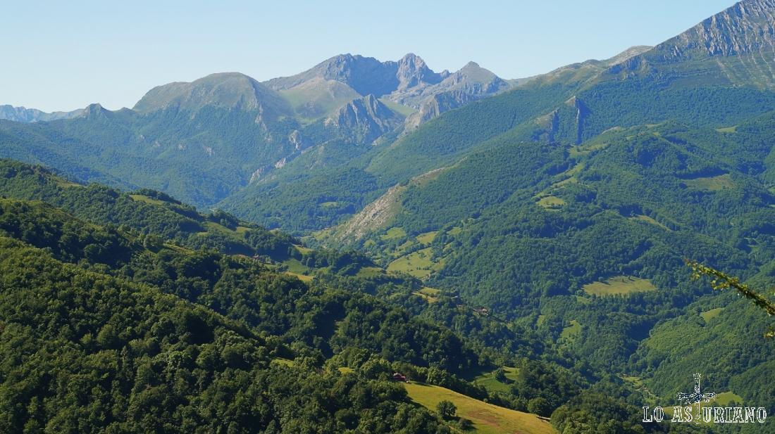 La sierra del Vallín y los hayedos de Quirós.