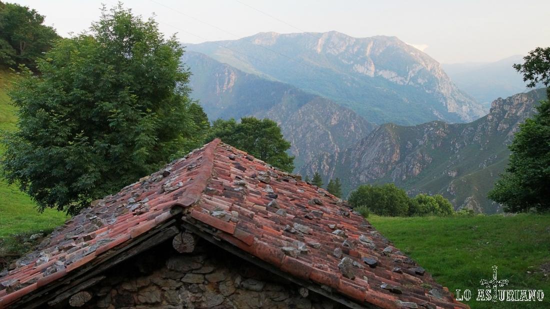 Cabaña en el concejo de Proaza, en la carretera a Bandujo.