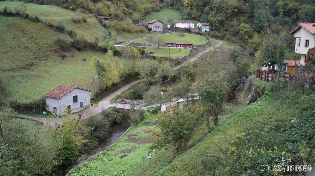 El arroyo de Pendones, que debemos atravesar para tomar la pista a Vega Baxu.