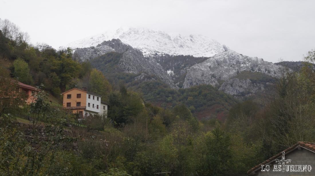 Primeras vistas del Tiatordos, en los límites del concejo de Caso y el de Ponga.