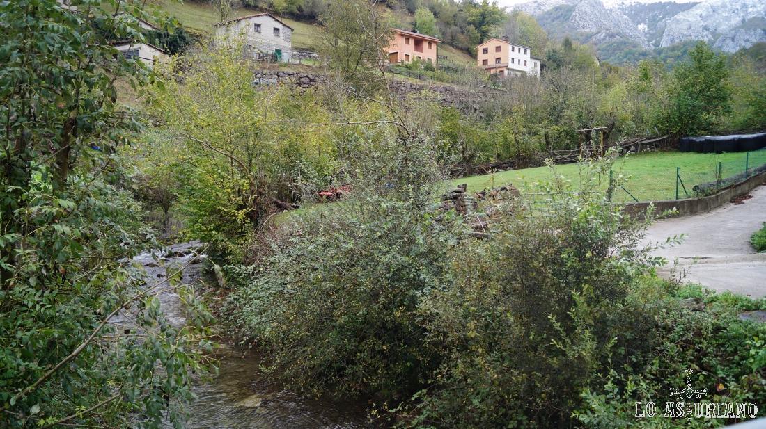 El arroyo de Pendones, que nace en los Valiquinos, de la unión de varios arroyos: LLábana, Palombar, Montefó,...
