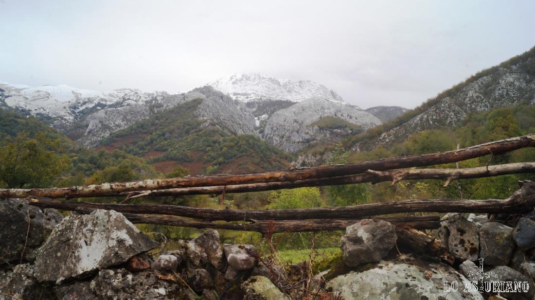 Las cimas del límite de concejos: Ponga-Caso, con el Tiatordos en primer término.