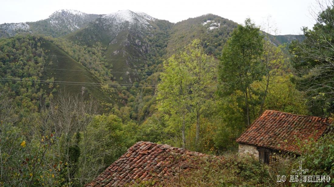 Unas de las muchas cabañas que hay antes de llegar a la vega Baxu.