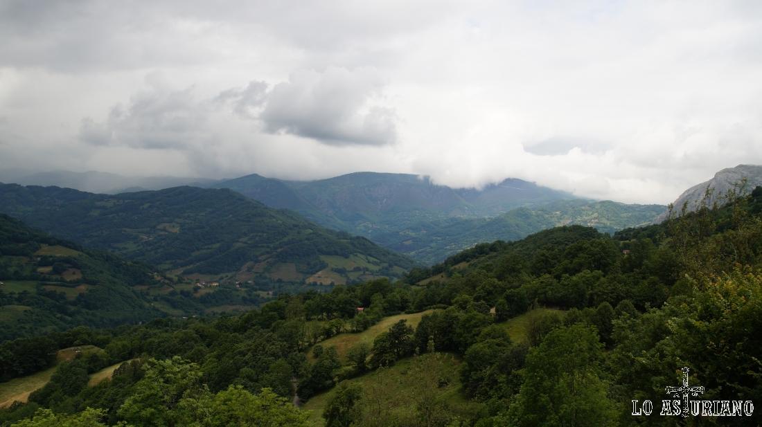 Vistas del valle del río Páramo, sentido San Martín de Teverga.
