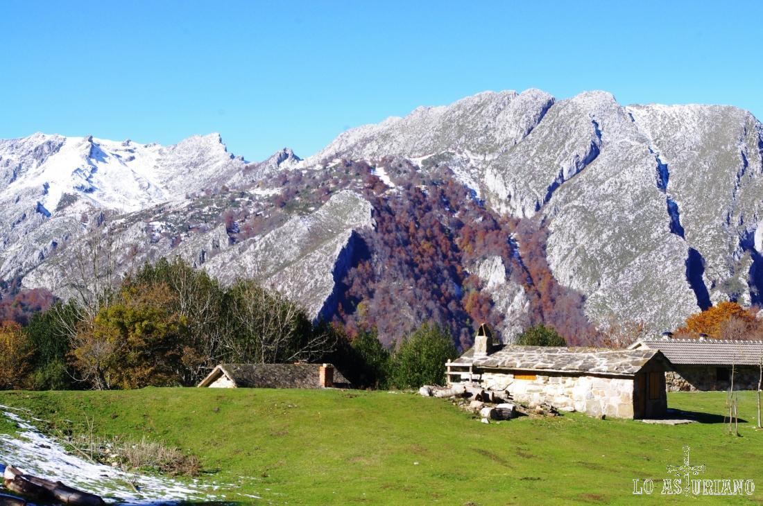 La vega de Brañagallones, una de las principales del Parque Natural de Redes.