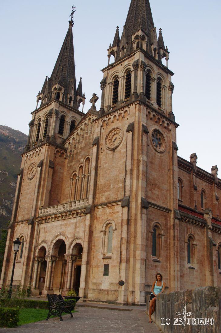 En Cangas de Onís se encuentra el Real Sitio de Covadonga. Uno de los elementos es la Basílica de Covadonga, de arte neo-románico.
