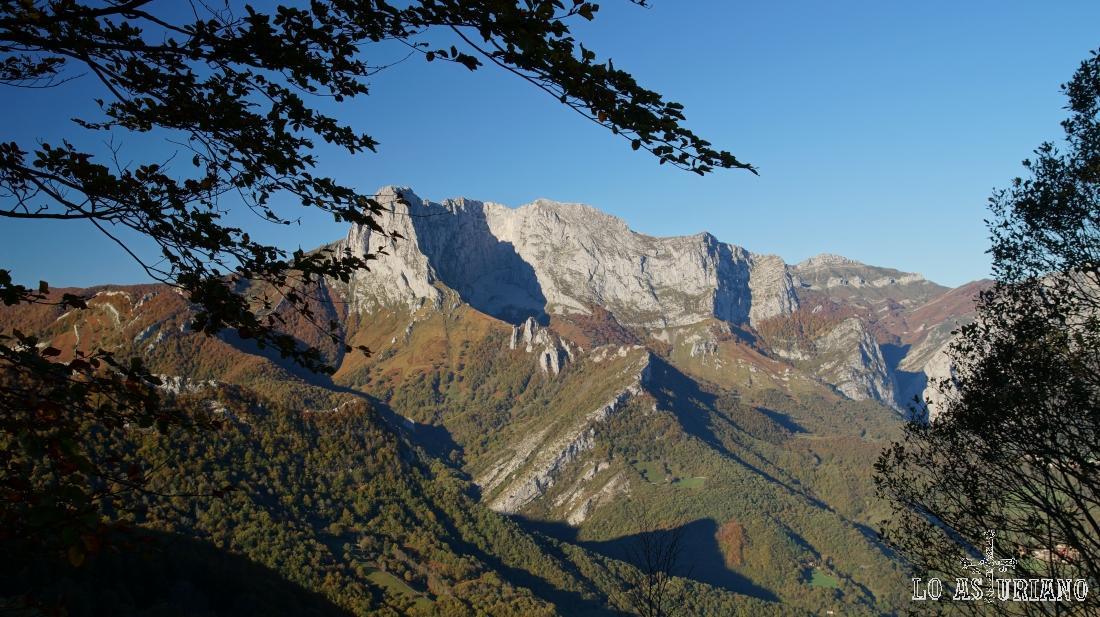 El pico Tiatordos, el más emblemático de la zona.