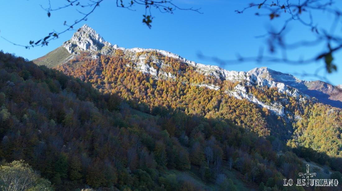 El pico Recuencu, desde Les Bedules.