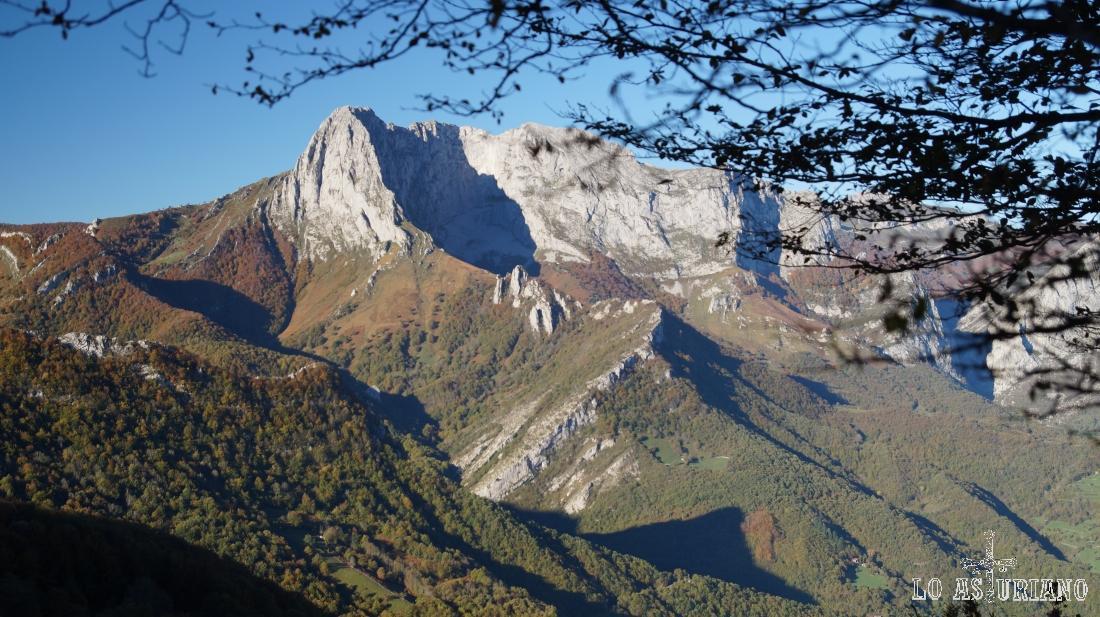 El Tiatordos, desde Les Bedules, en Ponga, Asturias.