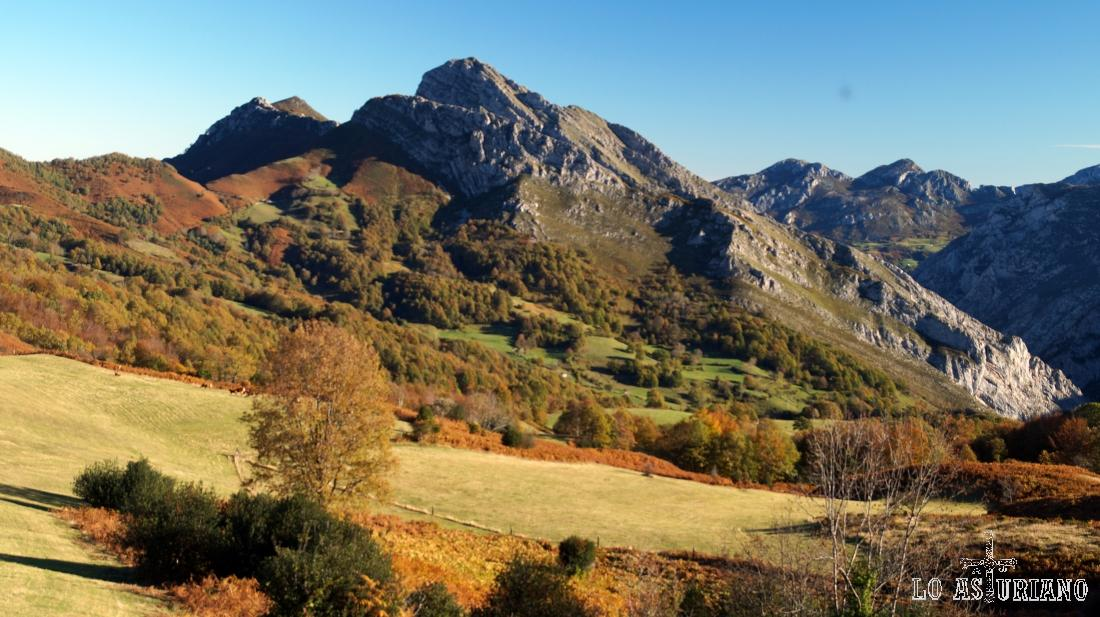 El pico Carriá, desde Les Bedules, Ponga.