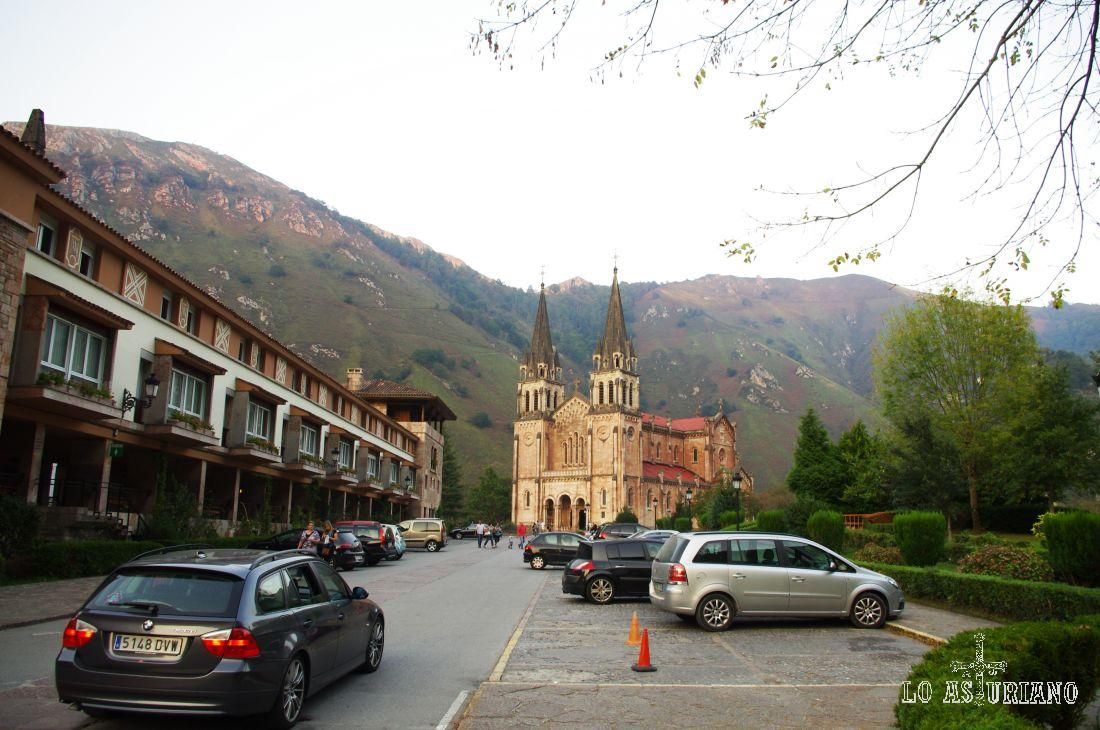 Parking sito enfrente de la Basílica de Covadonga.