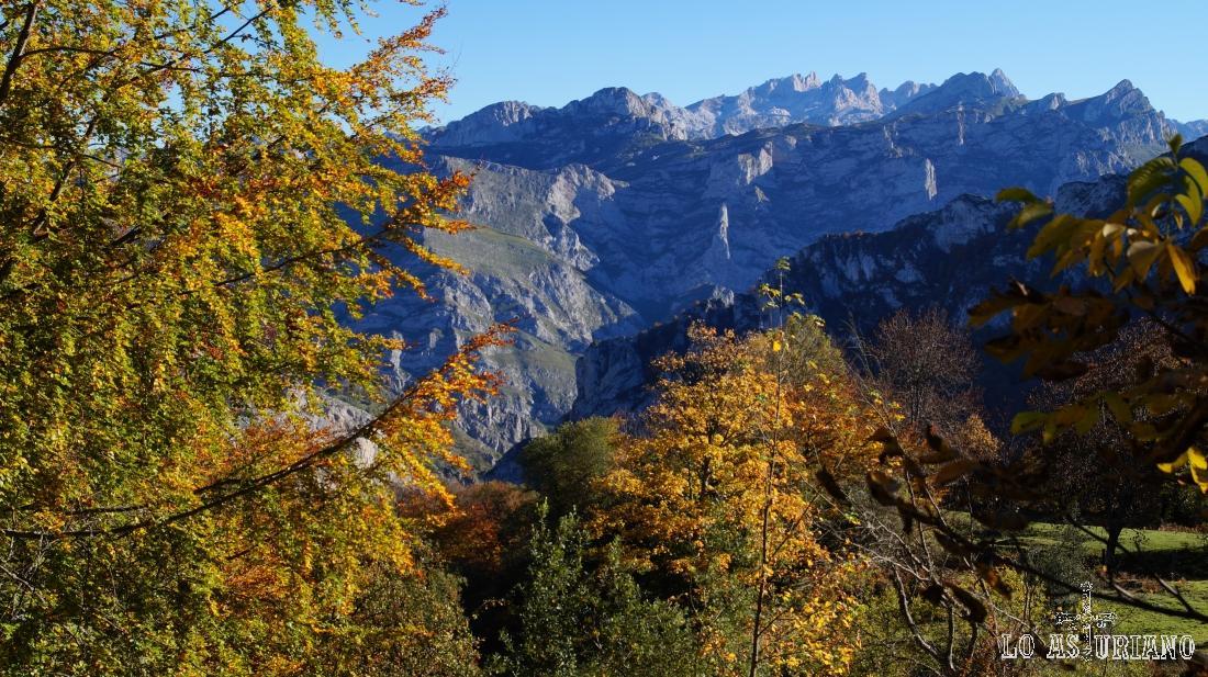 La pista de Peloño tiene paisajes tan espectaculares como los Picos de Europa.