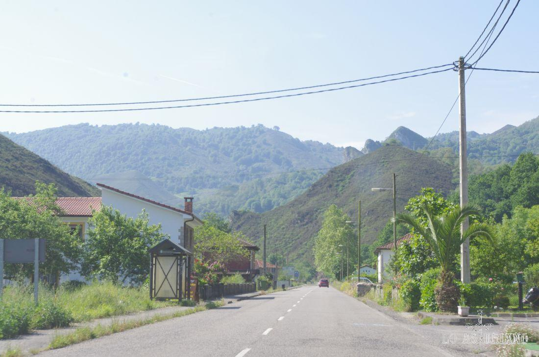 Carretera AS-262, que nos conduce a Covadonga.