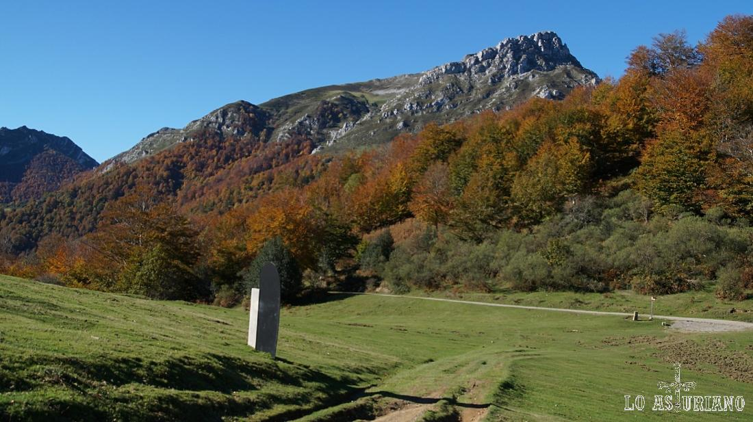 Pico Luengu desde la collada Granceno, en Ponga, Asturias.