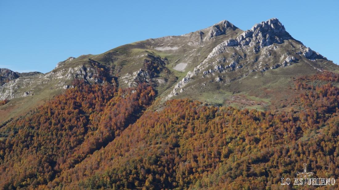 Los picos Zorru y Luengu, concejo de Ponga, Asturias.