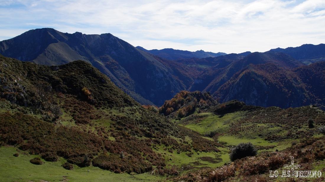 Vistas hacia las tierras leonesas de Oseja de Sajambre.