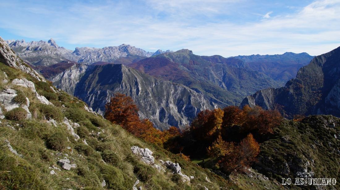 Que paisajes más magníficos: Picos de Europa y la montaña leonesa, desde el Sen de los Mulos.