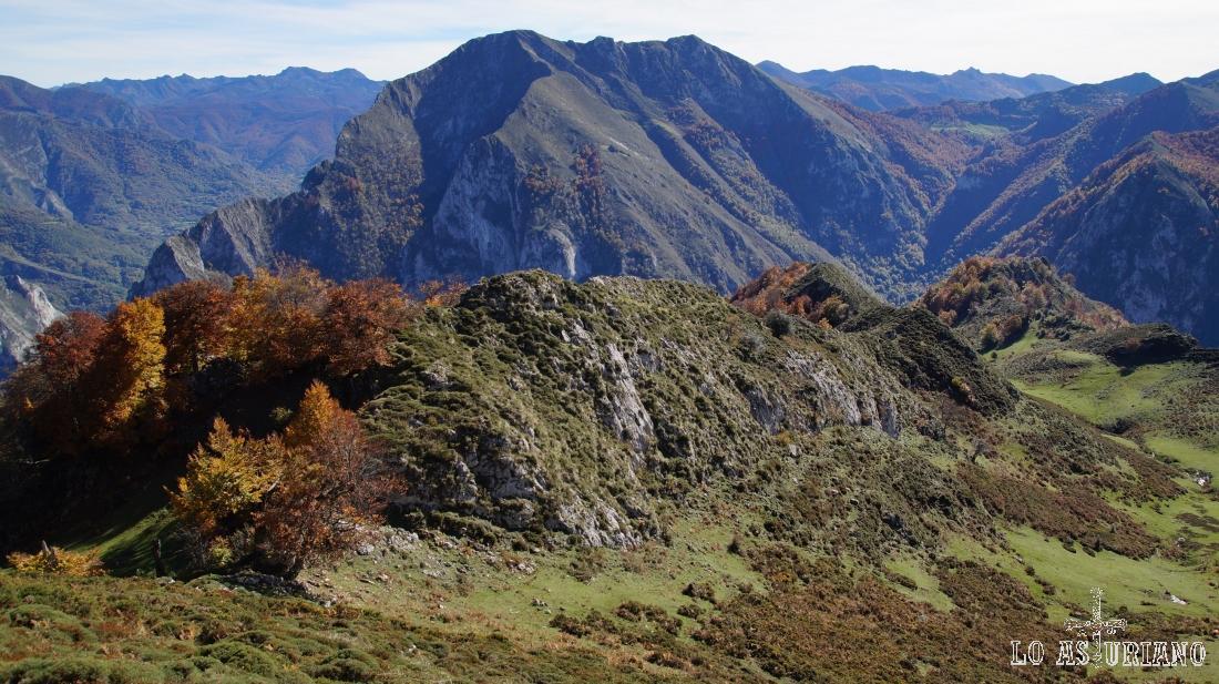 Día despejado de otoño, que nos permite ver las cimas leonesas más lejanas.