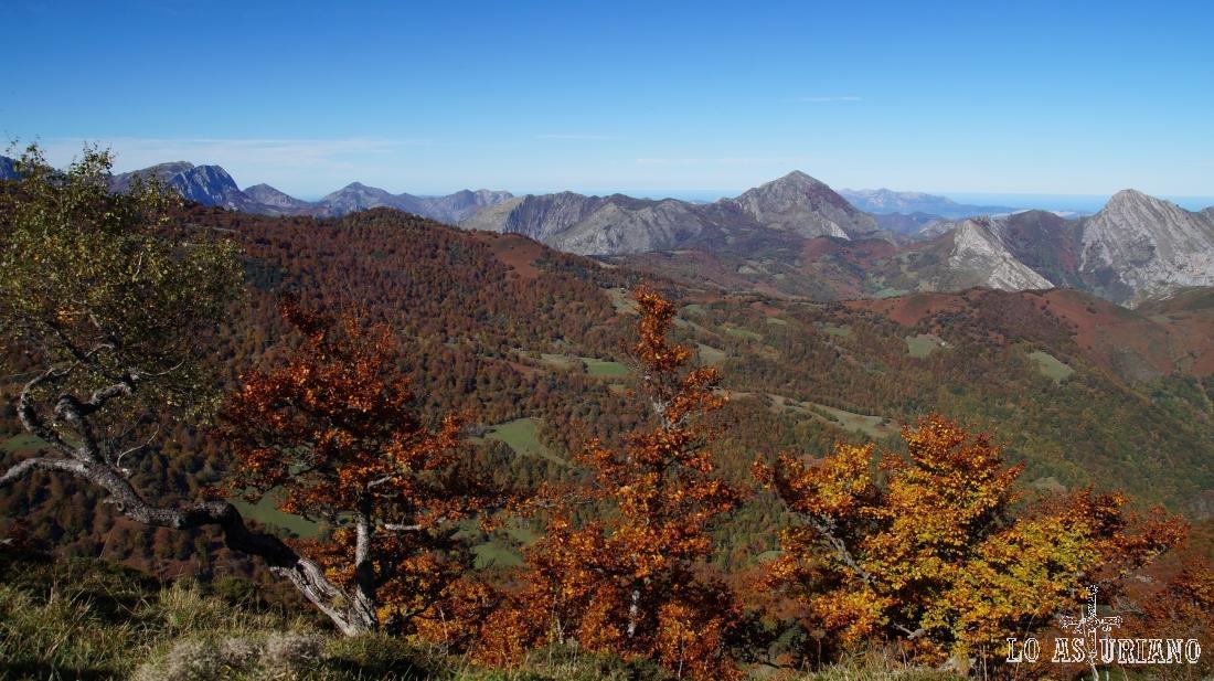El pico Pierzu y a su derecha, el Carriá.