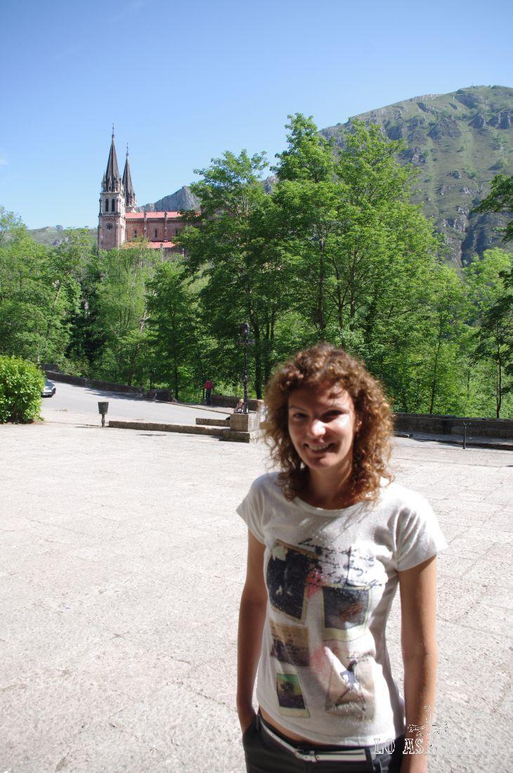 El complejo religioso de Covadonga, nace de la victoria de Don Pelayo a los árabes, se dice, son la ayuda de la Santina.