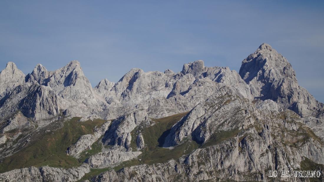 Que preciosos se alzan los Reyes, los Picos de Europa.