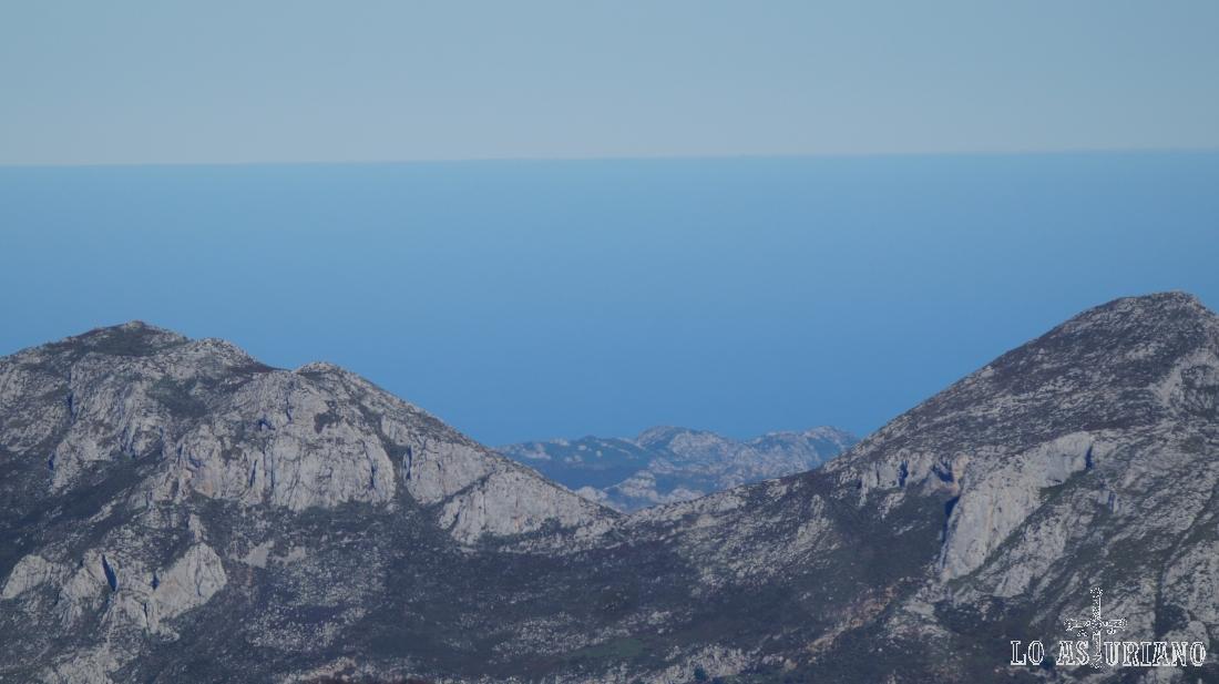 El mar Cantábrico desde la peña Maciédome.