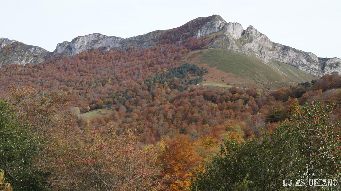 La cara oeste del Sen de los Mulos, Ponga, Asturias.