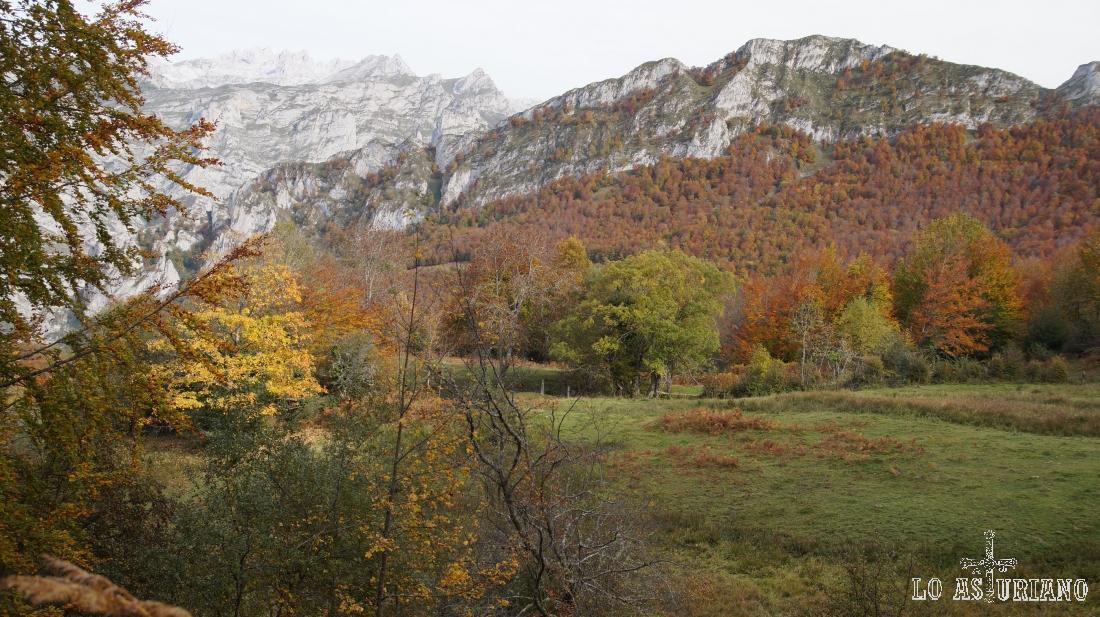 Los Picos de Europa y la peña Subes.