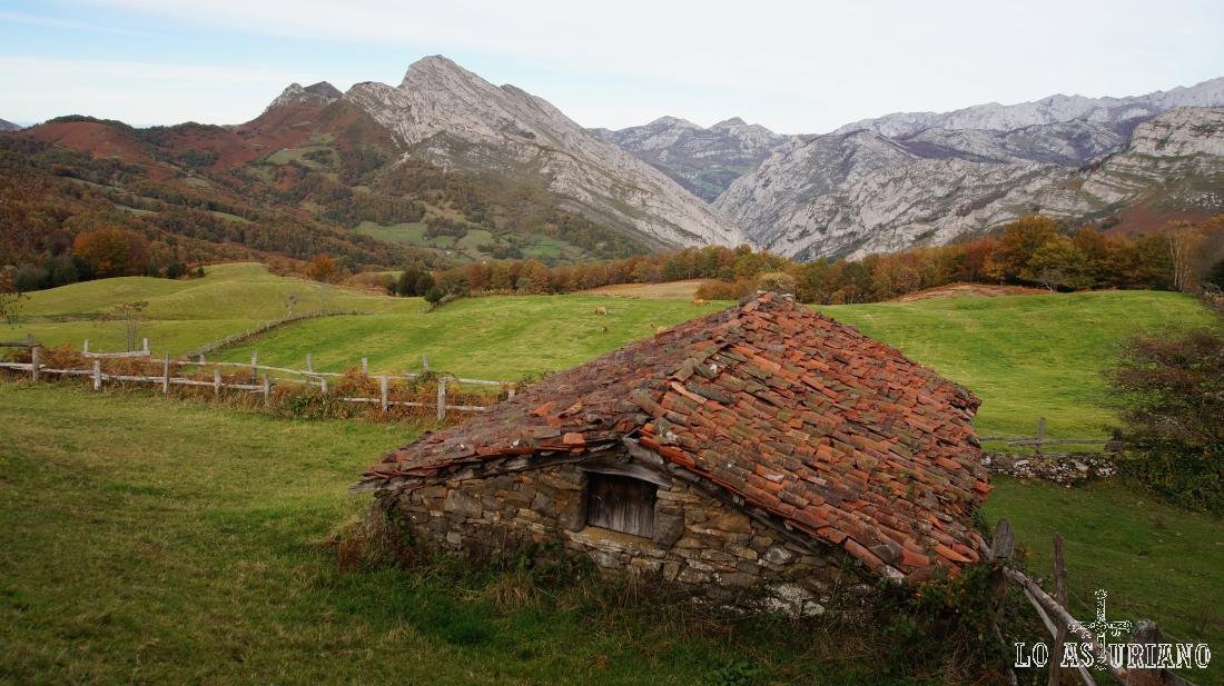 Cabaña pastoril en la majada les Bedules, con una de las mejores vistas 360 grados de Ponga.