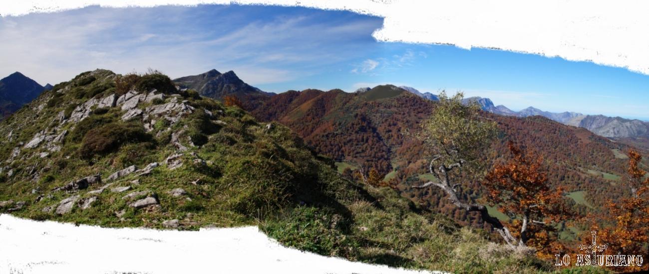 Panorámica desde el Sen de los Mulos, con parte de Peloño a sus pies.