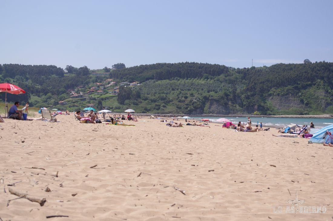Junio en la playa villaviciosina de Rodiles.