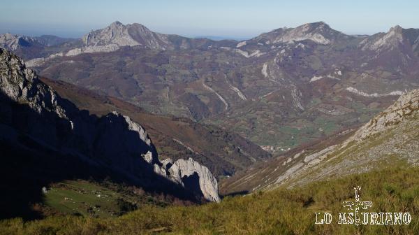 El Pino, ya muy al fondo del valle.