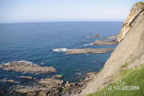 Rasa litoral en la parte posterior del monte Corberu. Foto tomada desde la ermita de la Guía.