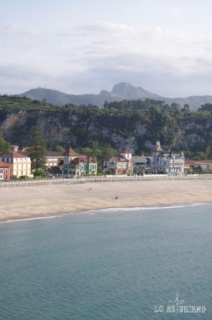 La playa de Santa Marina desde la ermita de la Guía.