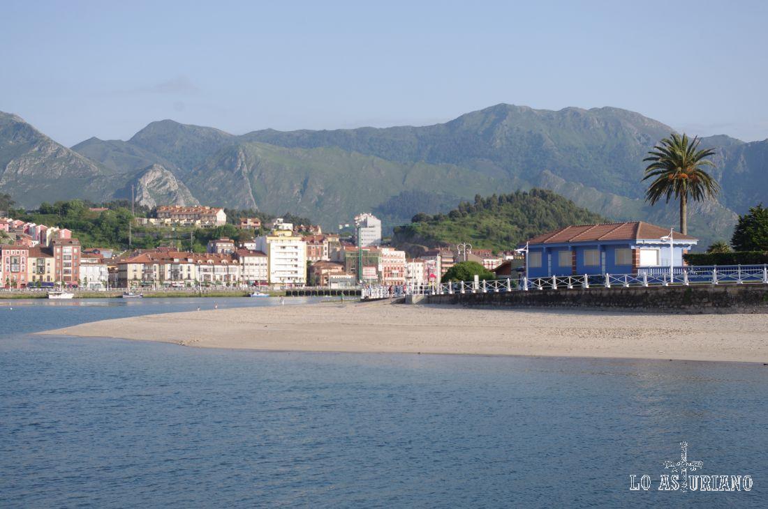 La sierra litoral del Sueve tiene una superficie de 8.112 ha repartidas por los concejos asturianos de Colunga, Caravia, Ribadesella, Parres y Piloña.