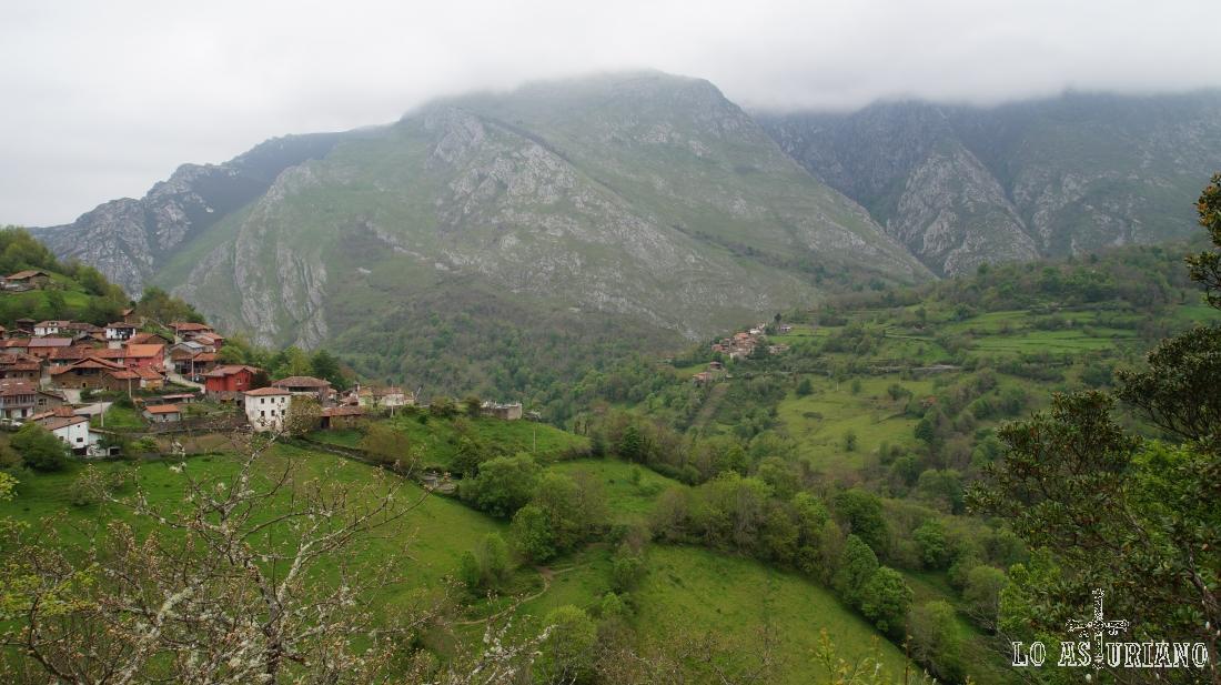 Abiegos y Cadenava, en el valle de Ponga, Asturias.