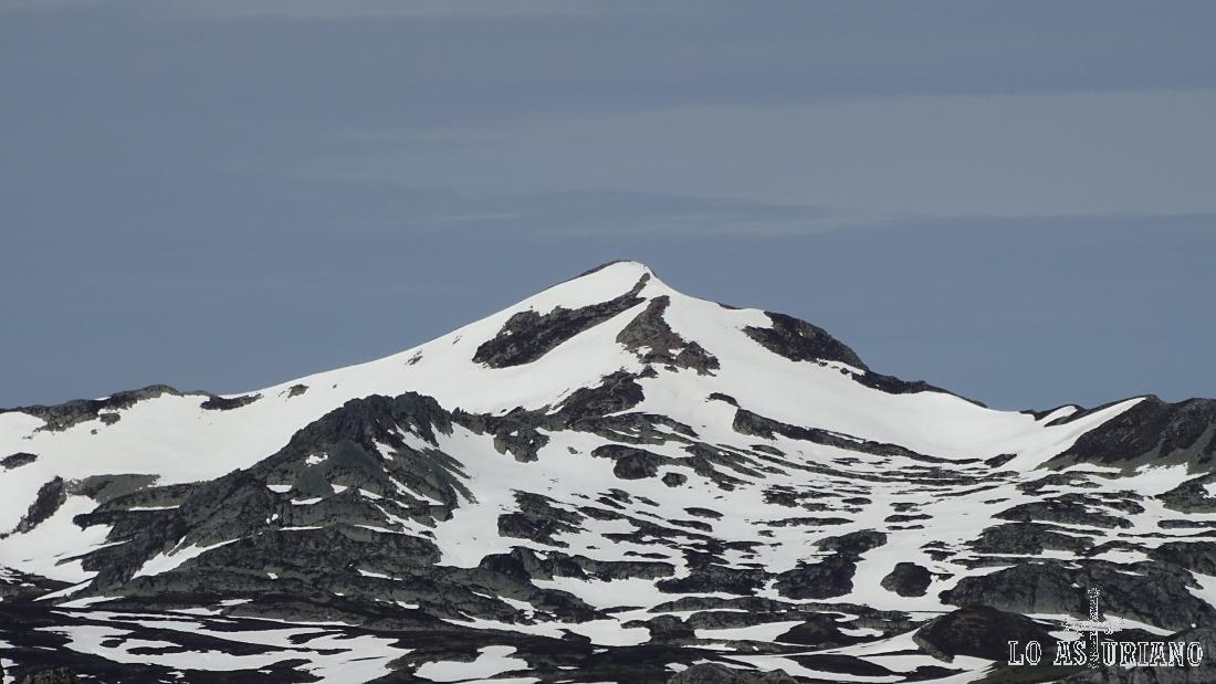 El Cornón, Somiedo, 2188 m, nevado en el mes de junio.